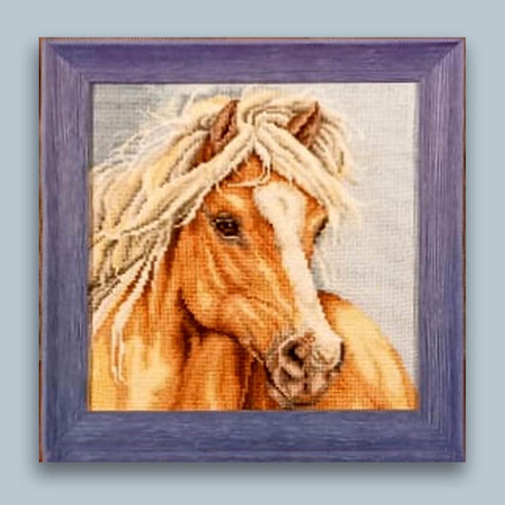 вышивка конь