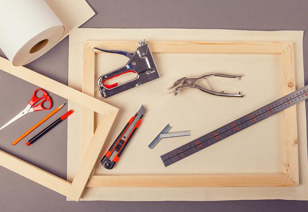 Как натянуть холст на подрамник в домашних условиях. Инструменты.