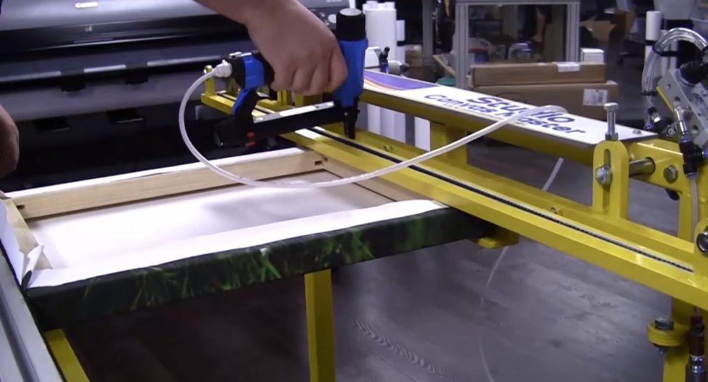 Как натягивать холст на подрамник на станке